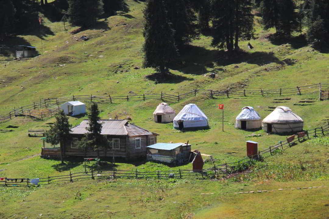 Putovanje-Kirgistan-Planinski-kristal-Centralne-Azije (2)